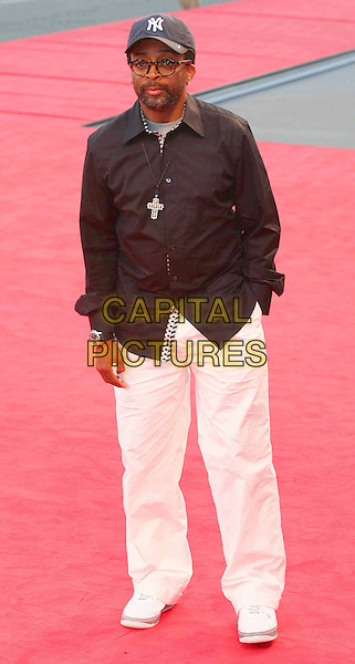 "SPIKE LEE.""Michael Clayton"" premiere screening, .64th Venice Film Festival, Italy, 31st August 2007..La Biennale di Venezia full length blue cap hat black shirt cross necklace white cream trousers.CAP/OME.©Luca Ghidoni/Omega/Capital Pictures."