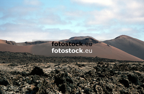 Mountains of Fire in the Timanfaya National Park, Lanzarote, Canary Islands<br /> <br /> Montañas del Fuego en el Parque Nacional de Timanfaya, Lanzarote, Islas Canarias<br /> <br /> Feuerberge im Nationalpark Timanfaya auf Lanzarote, Kanarische Inseln<br /> <br /> 3761 x 2468 px<br /> Original: 35 mm slide transparency