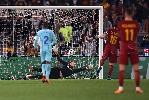 10th April 2018, Stadio Olimpico, Rome, Italy; UEFA Champions League football, quarter final, second leg; AS Roma versus FC Barcelona; captain Daniele De Rossi of AS Roma scores a goal from the penalty spot in the 58th minute for 2-0