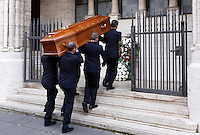 Funerali dell'attrice svedese Anita Ekberg, alla chiesa evangelica luterana a Roma, 14 gennaio 2015.<br /> Pallbearers carry the coffin of Swedish actress Anita Ekberg to the Christuskirche Lutheran Evangelical church for the funeral service, in Rome, 14 January 2015.<br /> UPDATE IMAGES PRESS/Riccardo De Luca