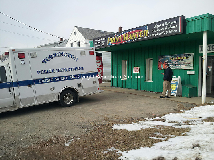 TORRINGTON, CT- 31 January 2014- 013114BJ02-- A detective investigating a burglary at Print Master on East Main Street in Torrington. Detectives were on scene for most of Friday morning. Bruno Matarazzo Jr. Republican-American.