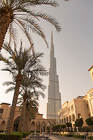 Burj Khalifa, seen from the Souk Al Bahar, downtown Dubai, United Arab Emirates
