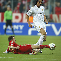 FUSSBALL: Champions League, Halbfinale, Hinspiel, FC Bayern Muenchen - Real Madrid, Muenchen, 17.04.2012.Philipp Lahm (Bayern, l.) - Sami Khedira (Real).© pixathlon