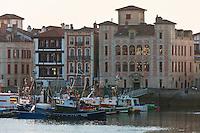 Europe/France/Aquitaine/64/Pyrénées-Atlantiques/Pays-Basque/Saint-Jean-de-Luz: Le port de pêche et la Maison de l'Infante ou Maison Juanoenia
