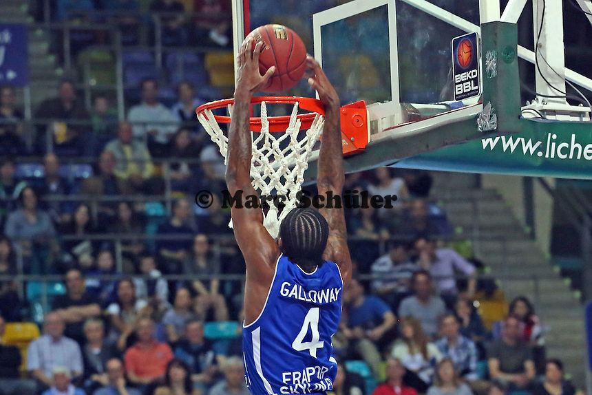 Dunking Ramon Galloway (Skyliners) - Fraport Skyliners vs. Walter Tigers Tübingen, Fraport Arena Frankfurt