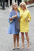 Le conduttrici televisive Mara Venier, sinistra, e Simona Ventura arrivano al matrimonio tra la modella Elisabetta Gregoraci ed il team manager della Renault Formula Uno Flavio Briatore  alla Chiesa di Santo Spirito in Sassia, Roma, 14 giugno 2008..Italian TV show hosts Mara Venier, left, and Simona Ventura arrive for the wedding ceremony between top model Elisabetta Gregoraci and Renault F1 boss Flavio Briatore at St. Spirito in Sassia's church in Rome, 14 june 2008..UPDATE IMAGES PRESS/Riccardo De Luca