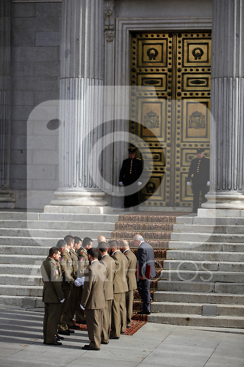 Members of the military make the preparation for carrying the coffin of former Spanish Prime Minister Adolfo Suarez to the Spanish Parliament in Madrid, Spain. March 24, 2014. (ALTERPHOTOS/Victor Blanco)