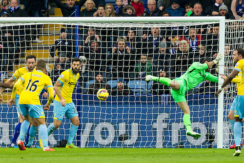 07.02.2015.  Leicester, England. Barclays Premier League. Leicester City versus Crystal Palace. Julian Speroni (Crystal Palace) collides with the post after a Leicester City shot.