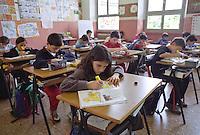 Alunni della scuola elementare in classe. Milano, 3 settembre, 2003<br /> <br /> Primary School students in classroom. Milan, September 3, 2003