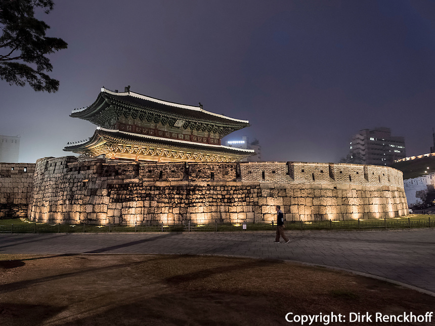 Dongdaemun Tor in Seoull, S&uuml;dkorea, Asien<br /> Dongdaemun city gate in  Seoul, South Korea, Asia