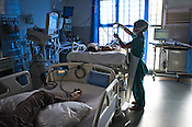 A nurse attends to a patient in the ICU of the Jai Prakash Narayan Apex Trauma Centre, AIIMS in New Delhi, India. Photo: Sanjit Das/Panos