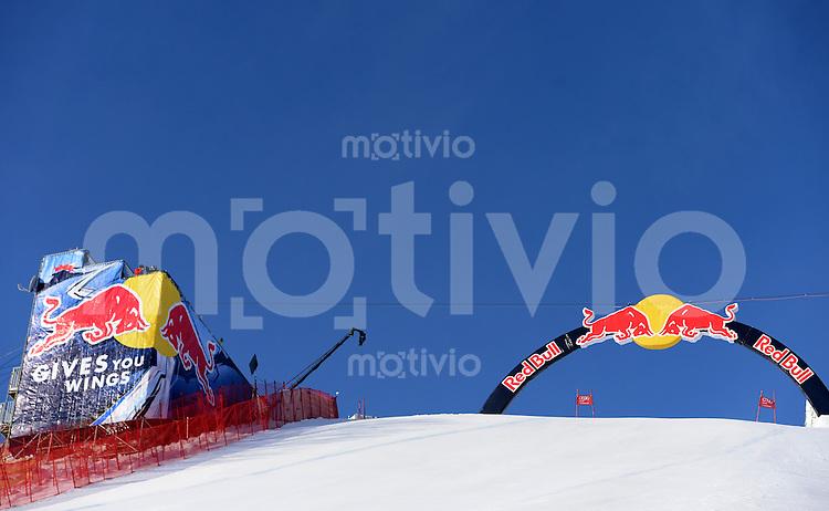 Ski Alpin Weltcup  Saison 2012/2013   73. Hahnenkammrennen Abfahrt  Training  24.01.2013 Red Bull Bogen und Trainerturm an der Hausbergkante