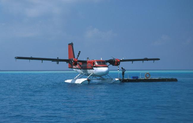 Vilu reef (atoll de Dhaalu), un avion de la compagnie Maldivian Air Taxi. *** Vilu reef (Dhaalu atoll), maldivian air taxi.