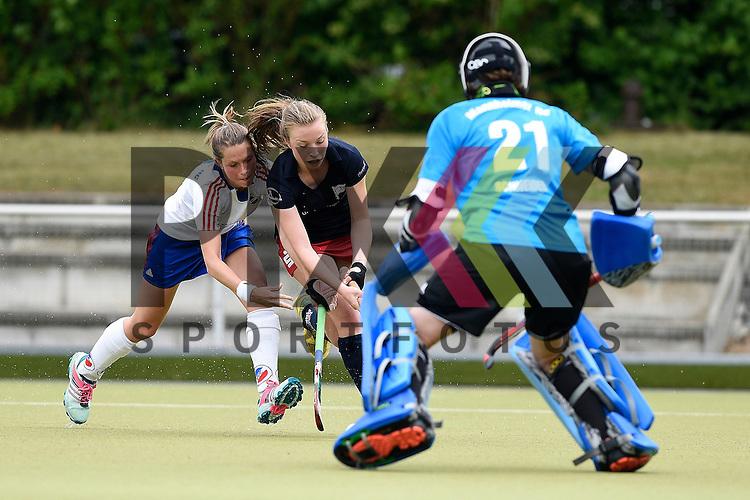 Ruesselsheim, Germany, May 16: During the 1. Bundesliga Damen match between Russelsheimer RK (dark blue) and Mannheimer HC (white) on May 16, 2015 at Ruesselsheimer RK in Ruesselsheim, Germany. Final score 1-6 (1-4).  Cecile Pieper #3 of Mannheimer HC, Louisa Willems #12 of Ruesselsheimer RK, Lisa Schneider #21 of Mannheimer HC<br /> <br /> Foto &copy; P-I-X.org *** Foto ist honorarpflichtig! *** Auf Anfrage in hoeherer Qualitaet/Aufloesung. Belegexemplar erbeten. Veroeffentlichung ausschliesslich fuer journalistisch-publizistische Zwecke. For editorial use only.