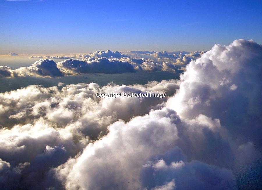 Wolken, Cumulus, über den Wolken..c Aufwind, Holger Weitzel, Gertrud- Bäumer- Stieg 102, 21035 Hamburg, 0171 6866069
