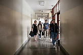 Schüler in der Berufschule in Jajce, Bosnien und Herzegowina. / Students in High Vocational School Jajce. Jajce, Bosnia and Herzegovina. // Die Schülerinnen und Schüler in Bosnien und Herzegowina werden getrennt nach Nationalität und Glaubensrichtung unterrichtet. In der Kleinstadt Jajce haben sich Jugendliche dagegen gewehrt.