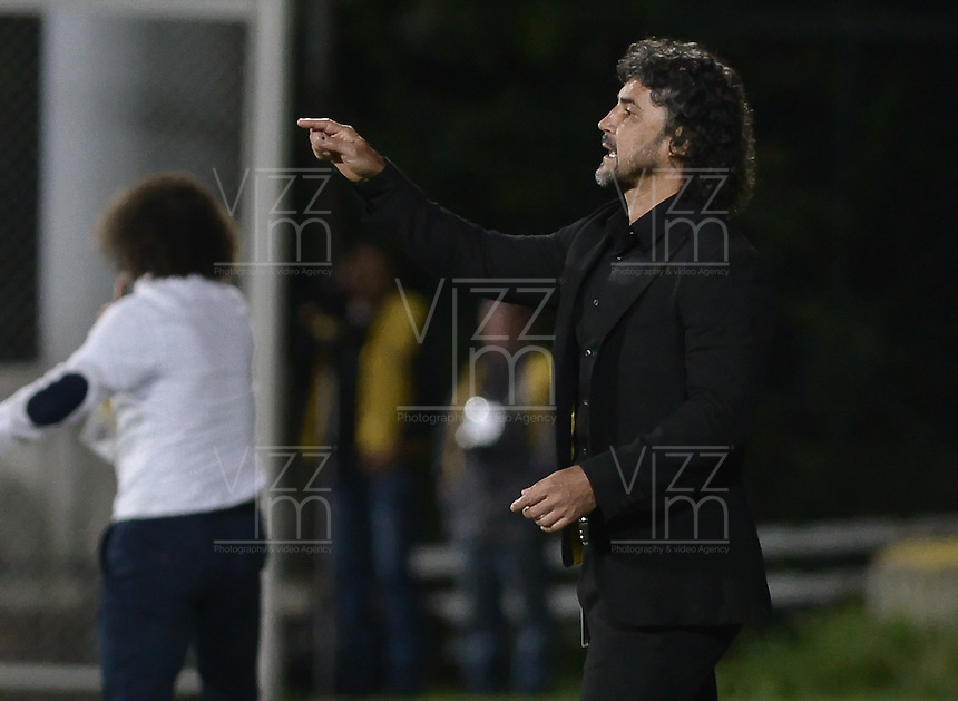 IBAGUÉ -COLOMBIA, 27-05-2015. Leonel Alvarez técnico de Independiente Medellín gesticula durante partido de ida de semifinal con Deportes Tolima de la Liga Águila I 2015 jugado en el estadio Metropolitano de Techo en Bogotá./ Leonel Alvarez coach of Independiente Medellin gestures during semifinal first leg match against Deportes Tolima of the Aguila League I 2015 played at Metropolitano de Techo stadium in Bogota city. Photo: VizzorImage/ Gabriel Aponte / Staff