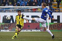 Sokratis (Borussia Dortmund) gegen Jan Rosenthal (SV Darmstadt 98)- 11.02.2017: SV Darmstadt 98 vs. Borussia Dortmund, Johnny Heimes Stadion am Boellenfalltor
