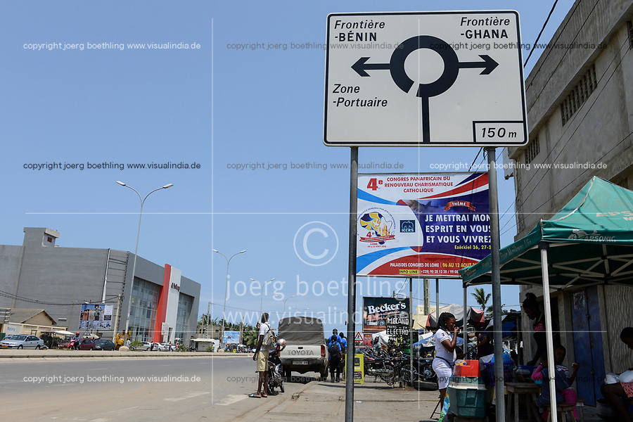TOGO, Lome, traffic sign, direction to border of Benin and Ghana / Strassenschild, Grenze Benin, Grenze Ghana