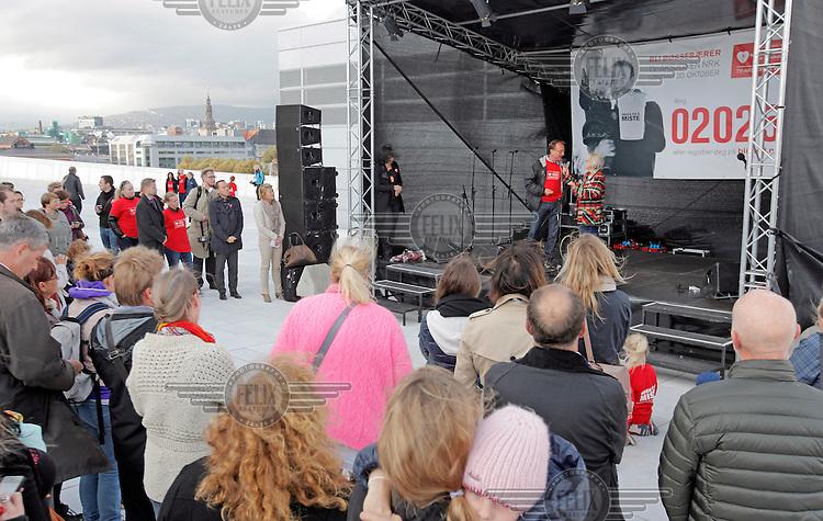 TV-aksjonens kick off på operataket. TV-aksjonen NRK går i 2013 til Nasjonalforeningen for folkehelsens arbeid med demens.