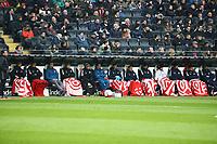 Mainzer Spieler gut eingepackt auf der kalten Ersatzbank - 17.03.2018: Eintracht Frankfurt vs. 1. FSV Mainz 05, Commerzbank Arena