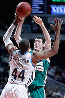 Real Madrid's Marcus Slaughter (b) and Zalgiris Kaunas' Ksistof Lavrinovic during Euroleague 2012/2013 match.January 11,2013. (ALTERPHOTOS/Acero) NortePHOTO
