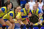 28.04.2018, SCHARRena, Stuttgart<br />Volleyball, Bundesliga Frauen, Play-offs, Finale 3. Spiel, Allianz MTV Stuttgart vs. SSC Palmberg Schwerin<br /><br />Martenne Julia Bettendorf (#2 Schwerin), Denise Hanke (#10 Schwerin), Louisa Lippmann (#3 Schwerin), Jennifer Geerties (#6 Schwerin) mit Meisterschale<br /><br />  Foto © nordphoto / Kurth