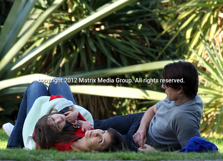 15/8/2009. Melbourne, Australia...NON EXCLUSIVE..Tom, Katie and Suri Cruise spend time together in Melbourne's Royal Botanic Gardens...*No internet without clearance*.MUST CALL PRIOR TO USE ..02 9211-1088.Matrix Media Group.Note: All editorial images subject to the following: For editorial use only. Additional clearance required for commercial, wireless, internet or promotional use.Images may not be altered or modified. Matrix Media Group makes no representations or warranties regarding names, trademarks or logos appearing in the images.