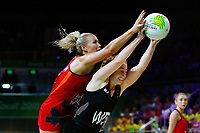 Samantha Sinclair of New Zealand competes against Chelsea Pitman of England. Gold Coast 2018 Commonwealth Games, Netball, New Zealand Silver Ferns v England, Gold Coast Convention and Exhibition Centre, Gold Coast, Australia. 11 April 2018 © Copyright Photo: Anthony Au-Yeung / www.photosport.nz /SWpix.com