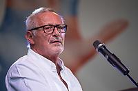 Am Samstag den 13. Oktober 2018 demonstrierten nach Veranstalterangaben ueber 240.000 Menschen in Berlin mit der Demonstration #unteilbar gegen den Rechtsruck in der Gesellschaft und der Politik. Sie forderten &quot;Eine offene und freie Gesellschaft - Solidaritaet statt Ausgrenzung&quot;.<br /> Die Demonstration zog vom Alexanderplatz zur Siegessaeule, wo die Abschlusskundgebung mit Redebeitraegen und Livemusik, u.a. mit Herbert Groenemyer, stattfand.<br /> Im Bild: Der Liedermacher Konstantin Wecker.<br /> 13.10.2018, Berlin<br /> Copyright: Christian-Ditsch.de<br /> [Inhaltsveraendernde Manipulation des Fotos nur nach ausdruecklicher Genehmigung des Fotografen. Vereinbarungen ueber Abtretung von Persoenlichkeitsrechten/Model Release der abgebildeten Person/Personen liegen nicht vor. NO MODEL RELEASE! Nur fuer Redaktionelle Zwecke. Don't publish without copyright Christian-Ditsch.de, Veroeffentlichung nur mit Fotografennennung, sowie gegen Honorar, MwSt. und Beleg. Konto: I N G - D i B a, IBAN DE58500105175400192269, BIC INGDDEFFXXX, Kontakt: post@christian-ditsch.de<br /> Bei der Bearbeitung der Dateiinformationen darf die Urheberkennzeichnung in den EXIF- und  IPTC-Daten nicht entfernt werden, diese sind in digitalen Medien nach &sect;95c UrhG rechtlich geschuetzt. Der Urhebervermerk wird gemaess &sect;13 UrhG verlangt.]