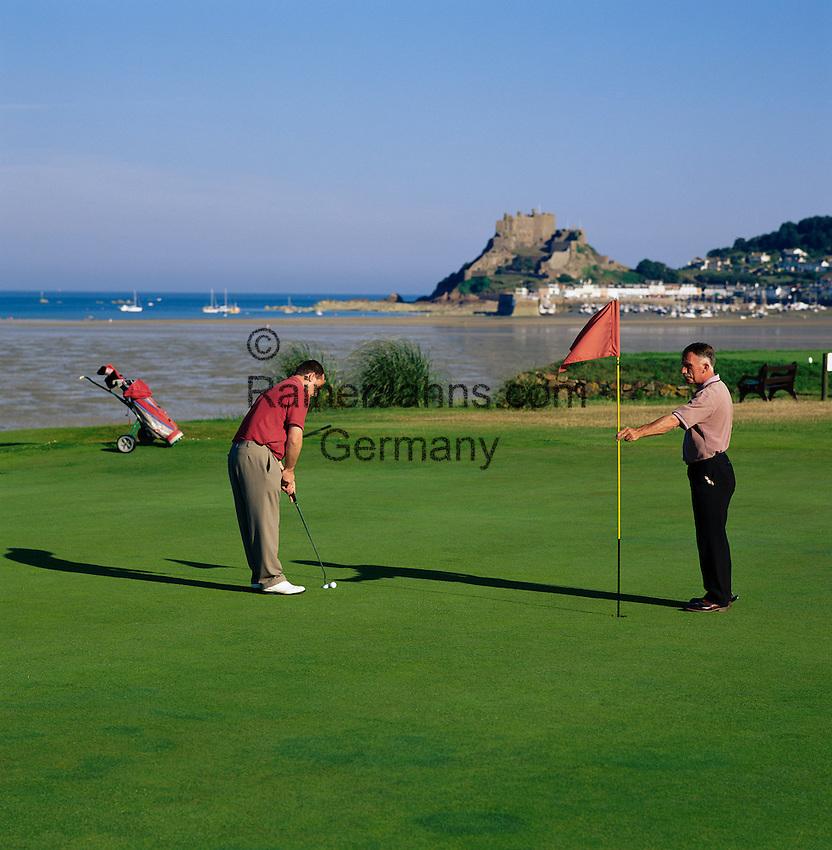 Great Britain, England, Channel Islands, Jersey, Gorey: Royal Jersey Golf Club, at background Mont Orgueil Castle | Grossbritannien, England, Kanalinseln, Jersey, Gorey: Royal Jersey Golf Club, im Hintergrund Mont Orgueil Castle
