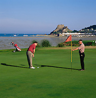 Great Britain, England, Channel Islands, Jersey, Gorey: Royal Jersey Golf Club, at background Mont Orgueil Castle | Grossbritannien, England, Kanalinseln, Jersey, Gorey: Royal Jersey Golf Club, im Hintergrund Mont Orgueil Castle