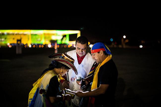 Hinchas de la Seleccion Colombia   durante una visita nocturna a la Espalanda de los Ministerios de Brasilia el 16 de Junio de 2014