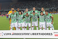 MEDELLÍN -COLOMBIA-11-03-2014. Jugadores de Atlético Nacional de Colombia posan para una foto de grupo previo al encuentro con Nacional de Uruguay por la segunda fase, grupo 6 de la Copa Libertadores de América en el estadio Atanasio Girardot en Medellín, Colombia./ Players of Atletico Nacional of Colombia pose to a photo group prior a match against Nacional of Uruguay for the second phase, group 6 of the Copa Libertadores championship played at Atanasio Girardot stadium in Medellin, Colombia. Photo: VizzorImage/ Luis Ríos /STR