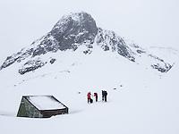 Hytte mellom Første- og Andrevannet, sør for Langfjordhamn. ---- Cabin south of Langfjordhamn in Finnmark.