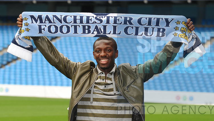 Shaun Wright-Phillips unveiled as Manchester City's new signing for an undisclosed fee