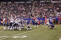 K Lawrence Tynes (Giants) schießt das siegbringende Field Goal zum 6:3