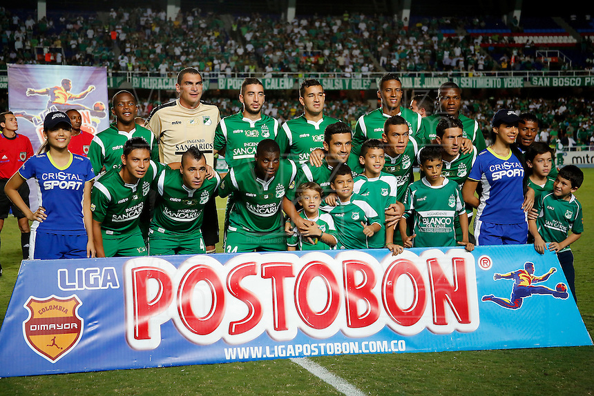 CALI - COLOMBIA-04-12-2013: Los jugadores del Deportivo Cali posan para una foto durante partido en el estadio pascual Guerrero de la ciudad de Cali. Deportivo Cali y Millonarios durante partido por la quinta fecha de los cuadrangulares semifinales de la de la Liga Postobon II. / The players of Deportivo Cali pose for a photo during the game at Pascual Guerrero Stadium in Cali city. Deportivo Cali and Millonarios during the fifth round match of the semifinals of the Postobon League II. Photo: VizzorImage / Juan C. Quintero / Str).