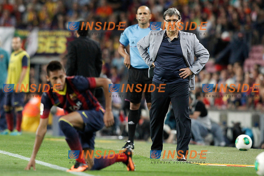 FC Barcelona's coach Gerardo Tata Martino and Neymar Santos Jr (l) during Supercup of Spain 2nd match.August 28,2013. (ALTERPHOTOS/Acero) <br /> Football Calcio 2013/2014<br /> La Liga Spagna Supercoppa di Spagna Barcellona - Atletico MAdrid <br /> Foto Alterphotos / Insidefoto <br /> ITALY ONLY