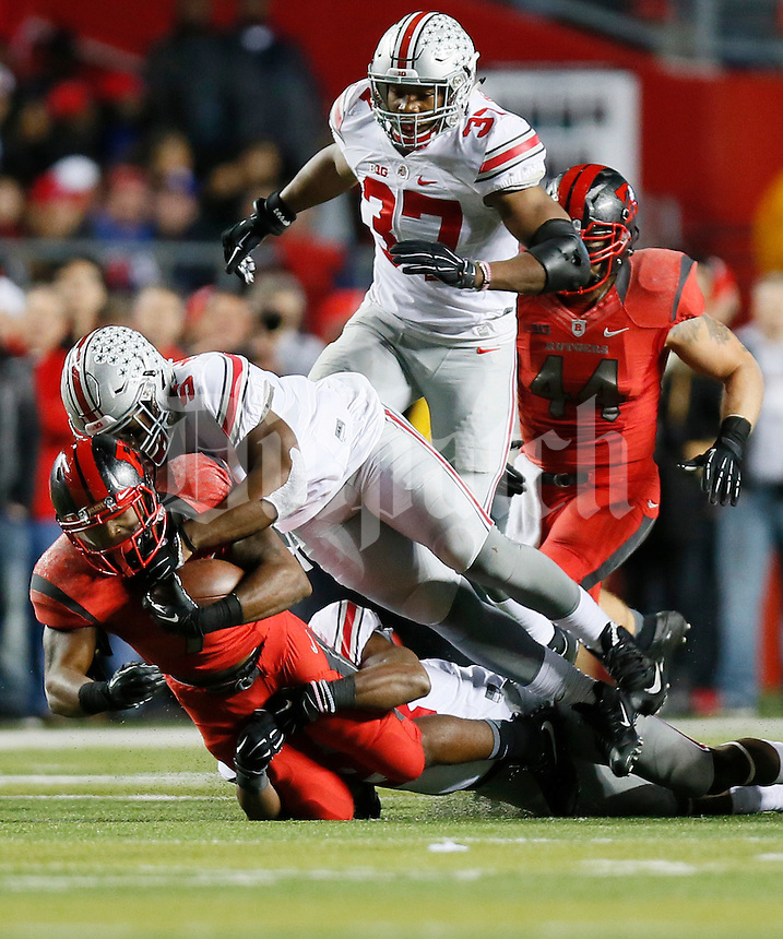 Ohio State Buckeyes linebacker Raekwon McMillan (5) helps out on a stop during the college football game between the Rutgers Scarlet Knights and the Ohio State Buckeyes at High Point Solutions Stadium in Piscataway, NJ, Saturday night, October 24, 2015. The Ohio State Buckeyes defeated the Rutgers Scarlet Knights 49 - 7. (The Columbus Dispatch / Eamon Queeney)