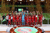 04.07.2020, Fussball DFB Pokal Finale, Bayer 04 Leverkusen - FC Bayern Muenchen emspor,  Manuel Neuer (FC Bayern Muenchen) mit dem Pokal<br /> Foto: Kevin Voigt/Jan Huebner/Pool/Marc Schueler/Sportpics.de<br /> <br /> (DFL/DFB REGULATIONS PROHIBIT ANY USE OF PHOTOGRAPHS as IMAGE SEQUENCES and/or QUASI-VIDEO - Editorial Use ONLY, National and International News Agencies OUT)