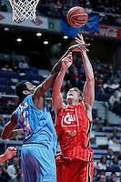 Asefa Estudiantes' Lamont Barnes (l) and Cai Zaragoza's Pablo Aguilar during Liga Endesa ACB match.November 11,2012. (ALTERPHOTOS/Acero) /NortePhoto