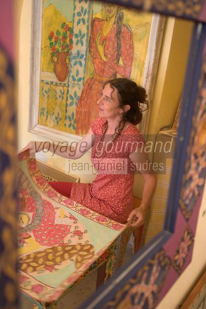 Asie/Israël/Galilée/Safed: Place William et Anne Kapell ou se trouvent de nombreux ateliers d'artistes - la peintre Miriam Mehadipur dans son atelier