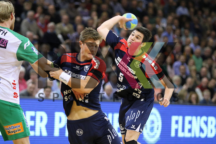 Flensburg, 25.03.15, Sport, Handball, DKB Handball Bundesliga, Saison 2014/2015, 26. Spieltag, SG Flensburg-Handewitt - Frisch Auf! G&ouml;ppingen : Lasse Svan (SG Flensburg-Handewitt, #11), Dra&scaron;ko Nenadic (SG Flensburg-Handewitt, #5)<br /> <br /> Foto &copy; P-I-X.org *** Foto ist honorarpflichtig! *** Auf Anfrage in hoeherer Qualitaet/Aufloesung. Belegexemplar erbeten. Veroeffentlichung ausschliesslich fuer journalistisch-publizistische Zwecke. For editorial use only.