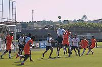 SÃO PAULO, SP, 06.02.2017 - FUTEBOL- CORINTHIANS - jogadores disputam a bola durante jogo treino do Corinthians no CT Joaquim Grava na região leste da cidade de São Paulo nesta segunda-feira, 02. (Foto: Ale Meirelles/Brazil Photo Press)