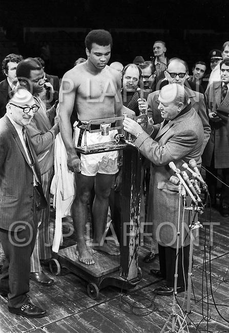 Dec 8, 1970, New York City, New York - Madison Square Garden: Muhammad Ali vs Bonnavena. Ali won by KO on the 15th round.