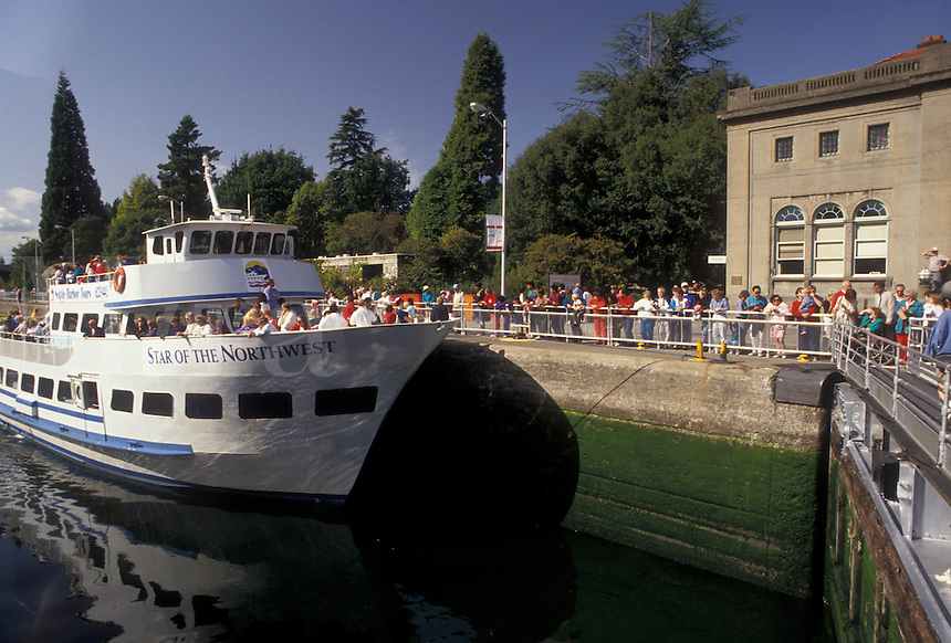 AJ3677, Seattle, tour boat, lock, Washington, Lake Washington Ship Canal and Hiram M. Chittenden Locks, Tourboat carries passengers through Hiram M. Chittenden Locks on Lake Washington Ship Canal in Seattle in the state of Washington.