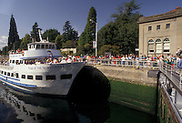 AJ3677, Seattle, tour boat, lock, Washington, Lake Washington Ship Canal and Hiram M. Chittenden Locks, Tourboat carries passengers through Hiram M. Chittenden Locks on Lake Washington Ship Canal in Seattle in the state of Washington.