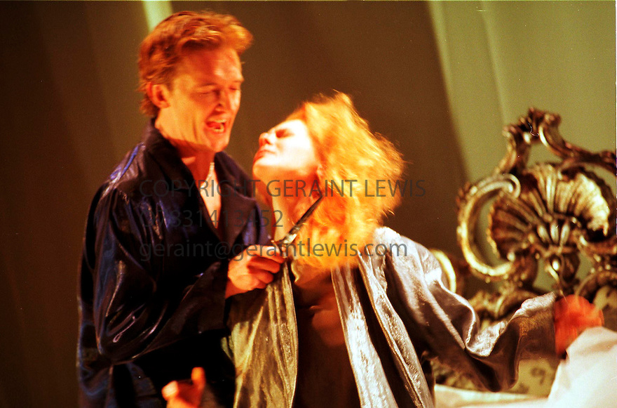 AISLING O'SULLIVAN,COLIN TIERNEY IN THE DUCHESS OF MALFI OPENS AT THE BARBICAN THEATRE ON 3/11/00  PIC GERAINT LEWIS
