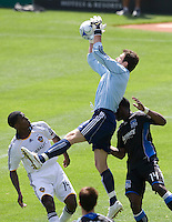 20 June 2009: Earthquakes' goalkeeper Joe Cannon catches the ball in the air during the game against the Galaxy at Oakland-Alameda County Coliseum in Oakland, California.   Earthquakes defeated Galaxy at 2-1.